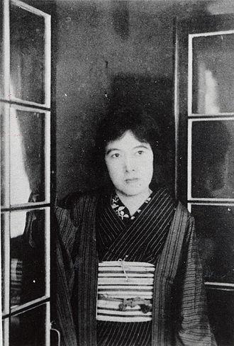 Yosano Akiko - Image: Akiko Yosano posing by window