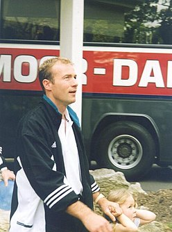 Alan Shearer 1998.jpg