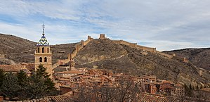 Albarracín - Albarracín, tower of the Albarracín Cathedral and Northern walls (with Torre del Andador on top)