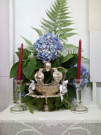 Cult of the Holy Spirit - An altar in honor of the Holy Spirit with Crown, an example from the island of São Jorge