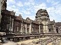 Angkor Wat Gopuram 13.jpg