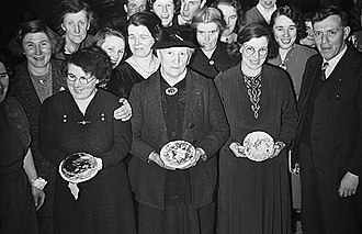 Crempog - Women with Crempogau at a traditional Shrove Tuesday Dance in Trewern (1940).