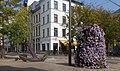 Antwerpen, bloemversiering en anker op kruispunt Sint Paulusplaats-en straat op de achtergrond lijstgevel Sint-Pietersvliet 29 oeg6180 IMG 1064 2017-08-27 12.04.jpg