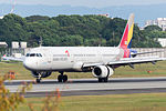 Asiana Airlines, A321-200, HL7729 (21737147861).jpg