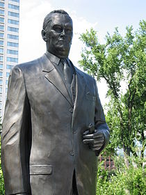 Assemblée nationale - Statue Jean Lesage2.jpg