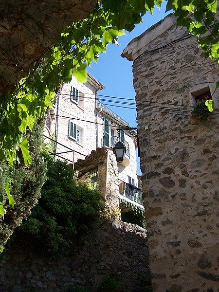 Auribeau sur Siagne - ruelle étroite