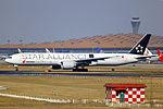 B-2032 - Air China - Boeing 777-39L(ER) - Star Alliance Livery - PEK (13874130195).jpg