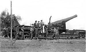 BL 9.2 inch gun Mk I–VII - Image: BL 9.2 inch Railway Gun Maricourt September 1916