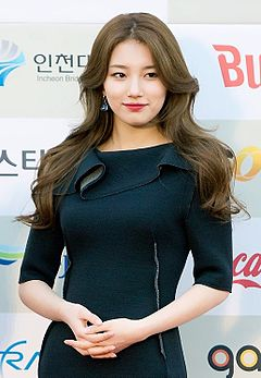 Bae Suzy at 2014 K-Pop Awards red carpet 04.jpg