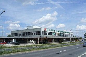 Berlin Schönefeld Flughafen station - Image: Bahnhof Berlin Schoenefeld Flughafen Gebaeude
