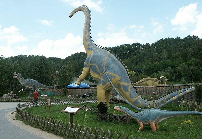 File:Baltow,Poland Diplodocus+Allosaurus.jpg