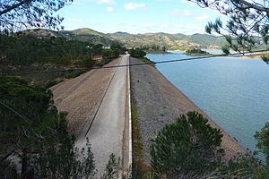 Barragem do Arade (13411651855).jpg