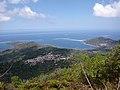 Barrière de corail et lagon vus du Mont Choungui.jpg