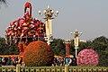 Beijing-Tiananmen-24-Menschen-Blumenkorb-gje.jpg