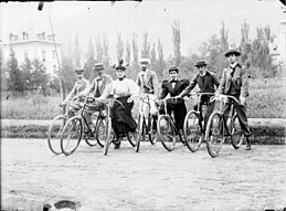 Bicyclistes, Luchon (8056079611)