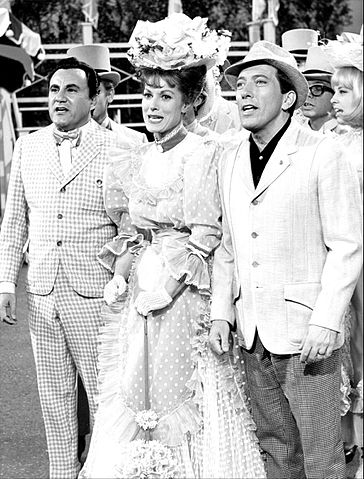 Bill Dana Maureen O'Hara Andy Willians 1965.jpg