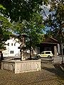 Birgitz Antoniusbrunnen am Dorfplatz 01.jpg