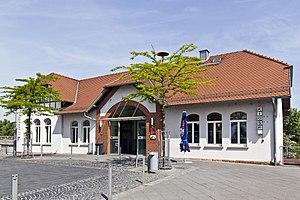 Mainz-Bischofsheim station - Image: Bischofsheim Neuer Bahnhof 20110506