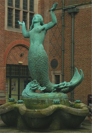 University of Birmingham Guild of Students - Bronze mermaid by William Bloye in the Guild courtyard