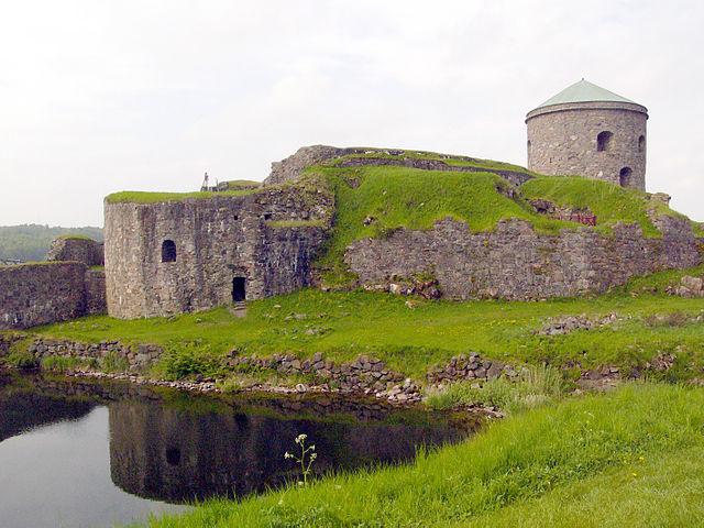 """""""Bohus-Castle6"""" by Christian Bickel - Own work. Licensed under Creative Commons Attribution-Share Alike 2.0-de via Wikimedia Commons - https://commons.wikimedia.org/wiki/File:Bohus-Castle6.jpg#mediaviewer/File:Bohus-Castle6.jpg"""