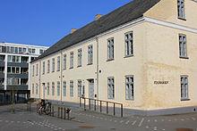 Skolegade 2B blev bygget som Borgerskole , men rummer nu Kolding Stadsarkiv.2012.