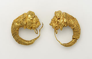 Boucles d'oreille hellénistiques au Musée des beaux-arts de Lyon