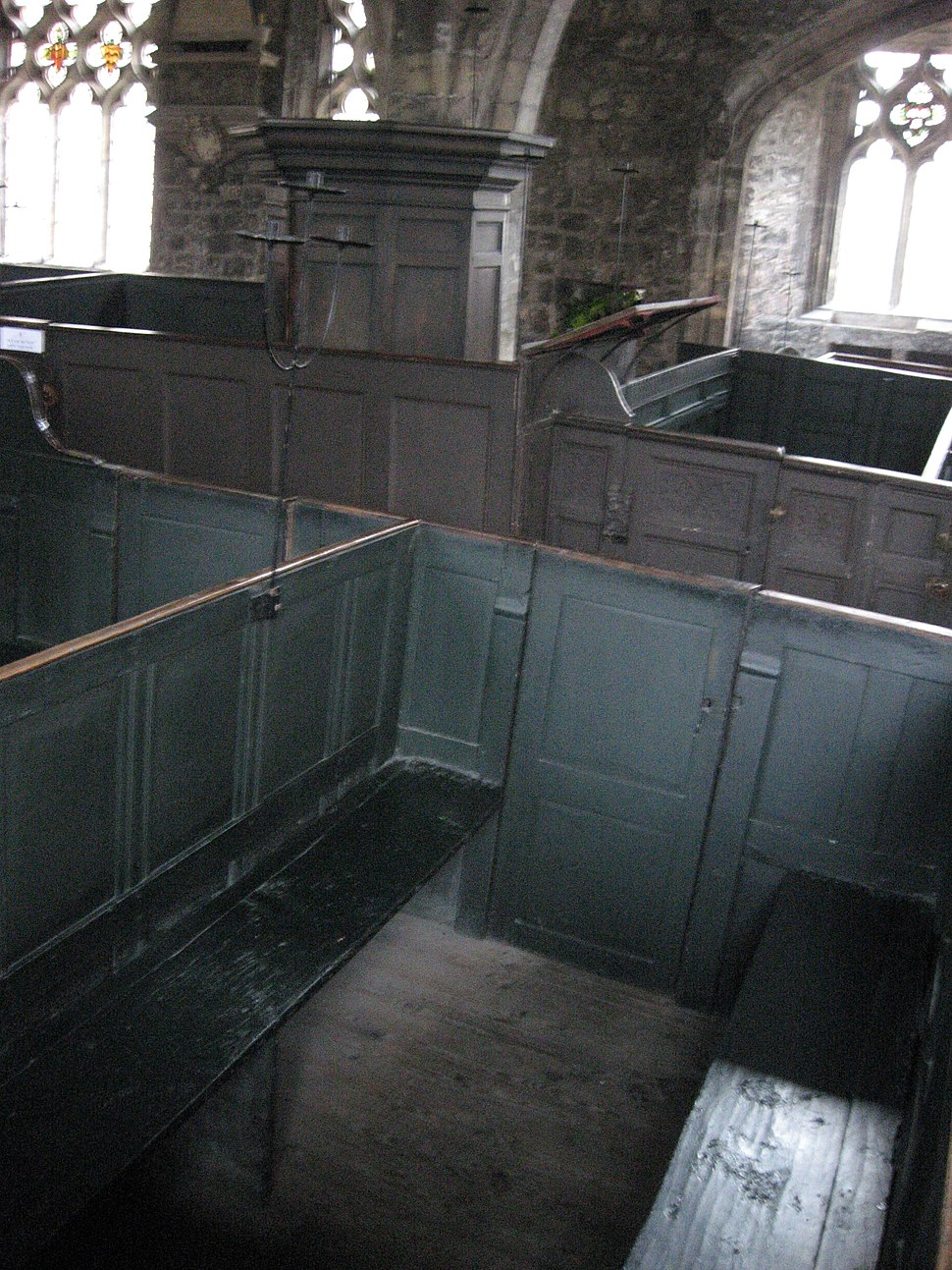 Box pews with pulpit Holy Trinity York