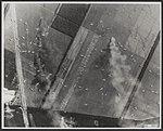 Britse zweefvliegtuigen op de Reijerscamp bij autosnelweg Arnhem-Utrecht.jpg
