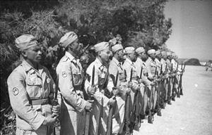 Free Arabian Legion - Image: Bundesarchiv Bild 101I 561 1148 04, Ausbildung arabischer Luftwaffensoldaten