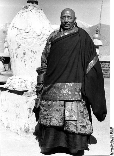 File:Bundesarchiv Bild 135-S-16-22-36, Tibetexpedition, Staatsorakel.jpg
