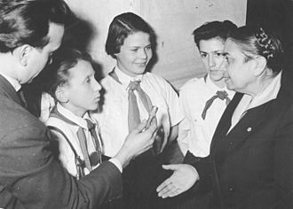 Hilde Benjamin - Benjamin (right) talking to Jugendweihe participants in 1958.