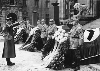 "Johann Georg Elser - ""The solemn act of state in front of the Feldherrnhalle in Munich (11/11/1939) for the seven victims of the criminal bomb attack in Bürgerbräukeller on 08/11/1939"" (original caption)"