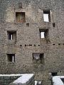 Burgruine Reußenstein Blick vom inneren Burghof auf die südliche Schildmauer des Palas (7574064664).jpg