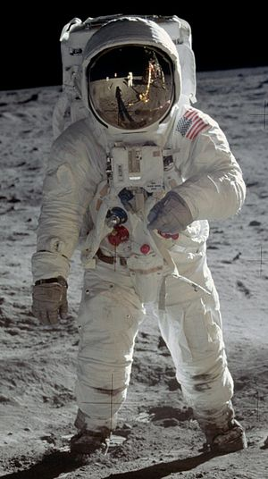 English: Astronaut Edwin E.