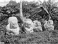 COLLECTIE TROPENMUSEUM Megalitische beelden bij Tegoerwangi TMnr 10025804.jpg