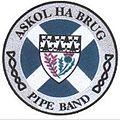 Cape badge Askol Ha Brug Pipe Band.jpg