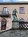 Carlsberg Academy - statue 01.jpg