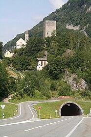 Burg Castelmur und Kirche Nossa Donna
