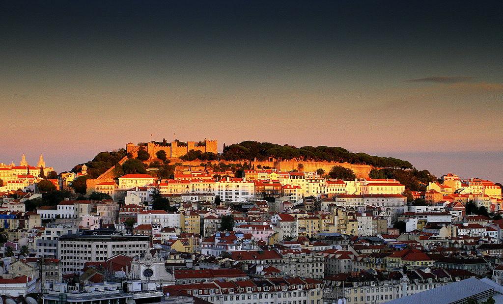 Le belvédère Miradouro de São Pedro de Alcântara à Lisbonne - Photo de Joaomartinho63.