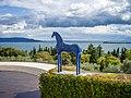 Cavallo blu e lago di Garda nel Vittoriale degli Italiani.jpg