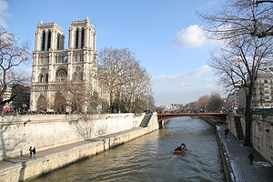 English: Notre Dame Cathedral from Seine River...