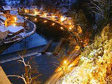 Zimní Vltava pod krumlovským zámkem.