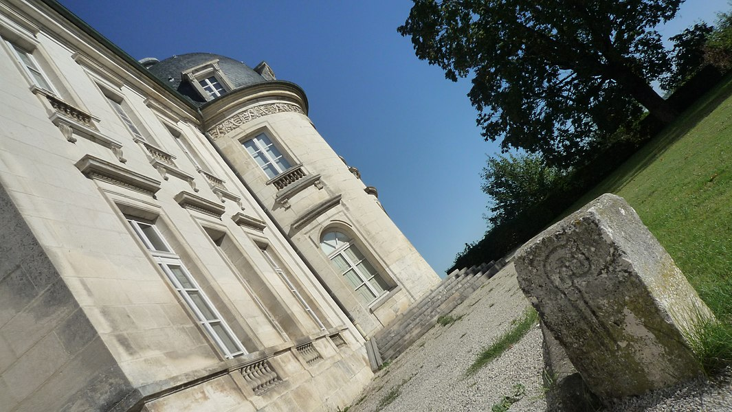Château de Champlitte, vue de la rotonde à l'arrière du bâtiment (Inscrit)