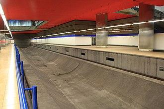 Line 11 (Madrid Metro) - Image: Chamartín line 11
