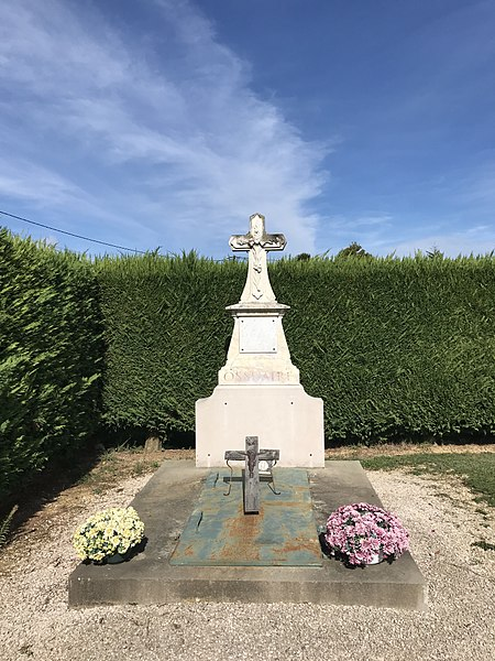 Cimetière de Beaupont dans l'Ain en France.