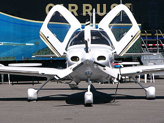 Cirrus SR22 - 2004 Cirrus SR22 G2 front view, showing how the doors open