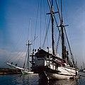 Collectie NMvWereldculturen, TM-20028100, Dia, 'Buginese prauwen in de haven Sunda Kelapa', fotograaf Henk van Rinsum, 1980.jpg