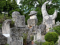Coral Castle Mystery 250px-Coral_Castle_1