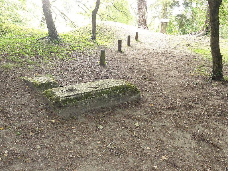 Craonne (Aisne) Vieux Craonne, reste du cimetière