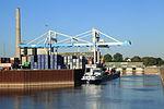 Düsseldorf - Hafenbecken Lausward+Portainer NDH 01 ies.jpg